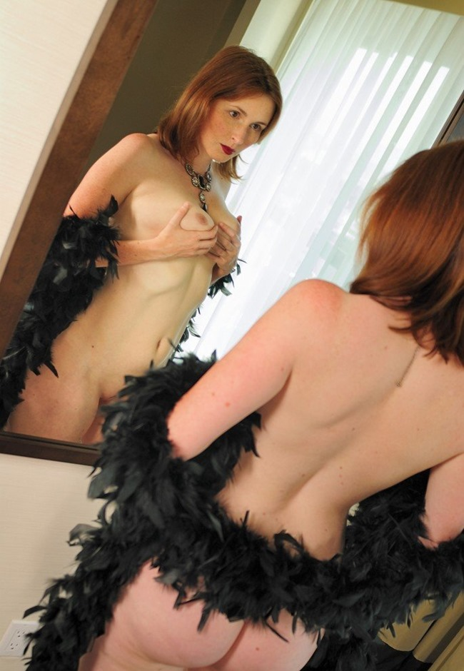 elli-nude-naked-curves-in-the-mirror-2